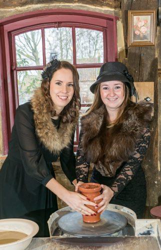 Kim en Vivian samen in de Potte Scheur in Nederweert Eind